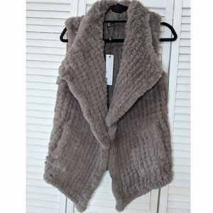 Love Token Kiera gray faux fur vest, sz medium